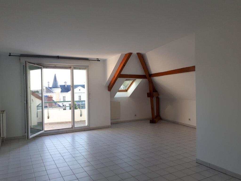Appartement à louer 3 61.21m2 à Roissy-en-Brie vignette-2