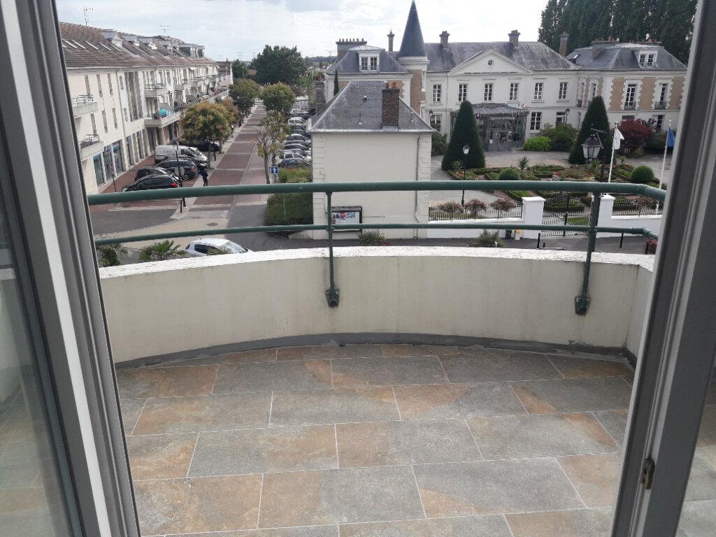 Appartement à louer 3 61.21m2 à Roissy-en-Brie vignette-3