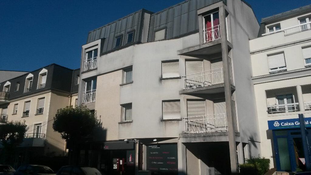 Appartement à louer 2 34.43m2 à Pontault-Combault vignette-1