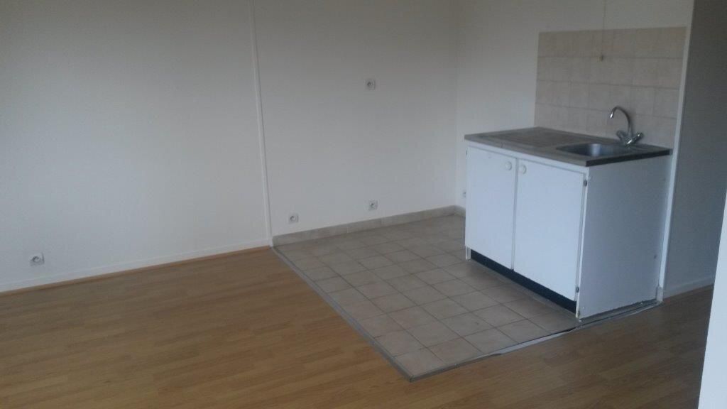 Appartement à louer 2 34.43m2 à Pontault-Combault vignette-2