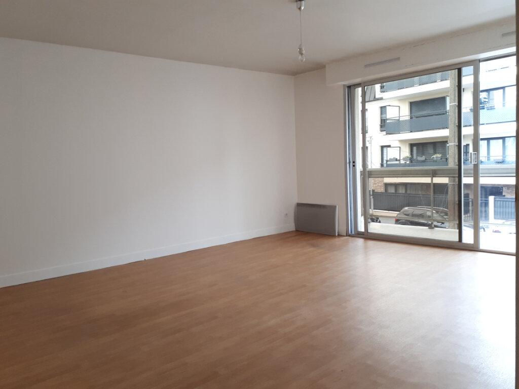 Appartement à louer 3 74.14m2 à Pontault-Combault vignette-2