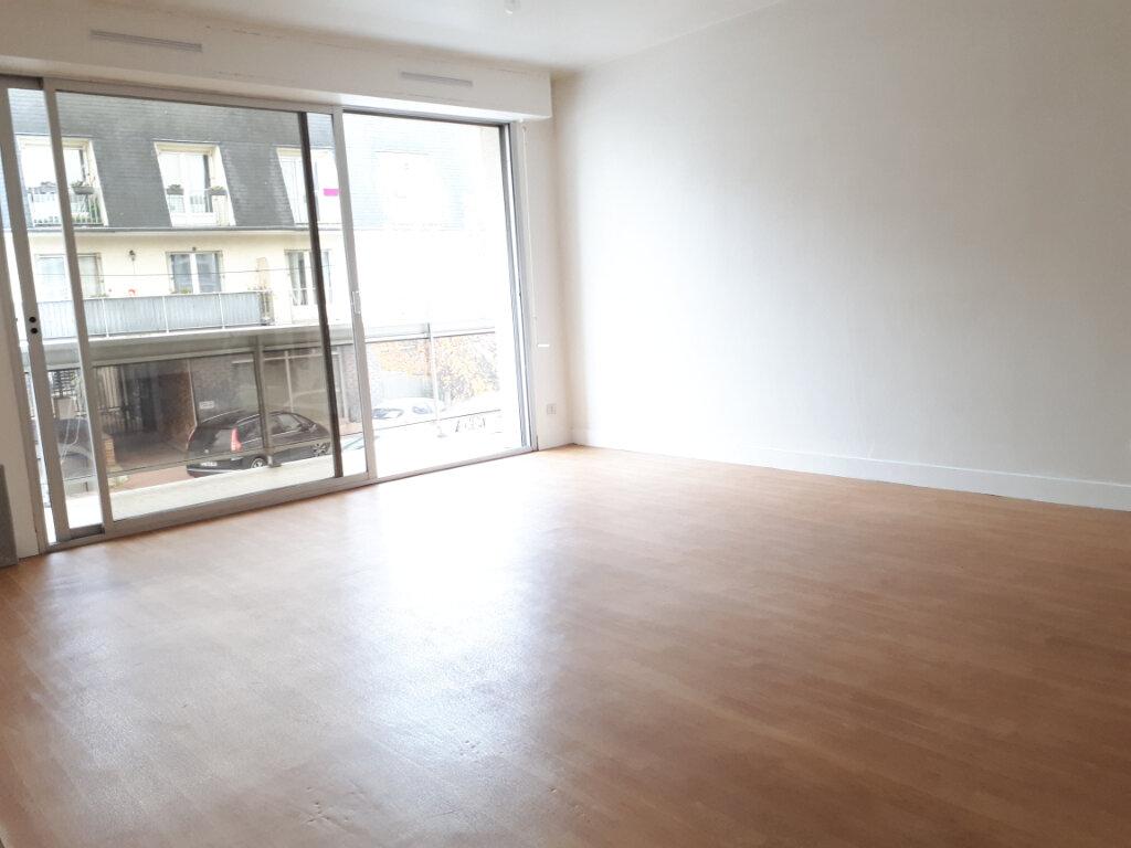 Appartement à louer 3 74.14m2 à Pontault-Combault vignette-3