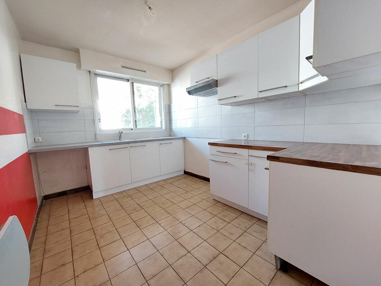 Appartement à louer 3 74.14m2 à Pontault-Combault vignette-4