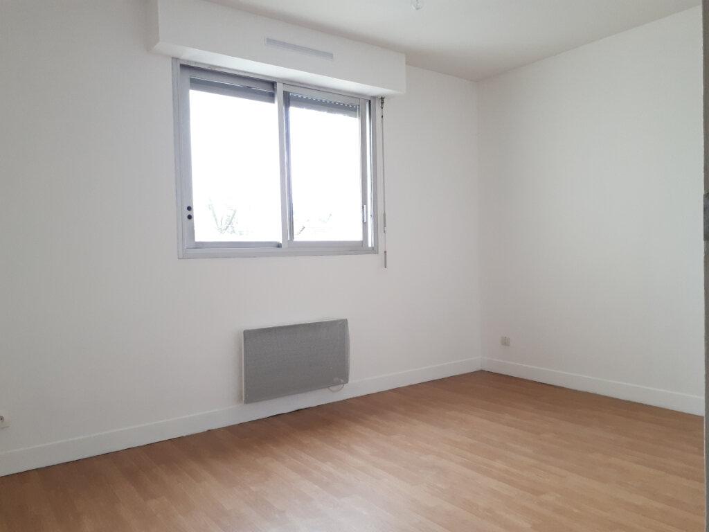 Appartement à louer 3 74.14m2 à Pontault-Combault vignette-6