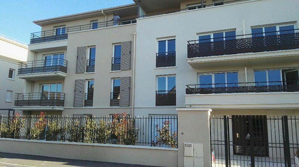 Appartement à louer 3 56.35m2 à Brie-Comte-Robert vignette-2