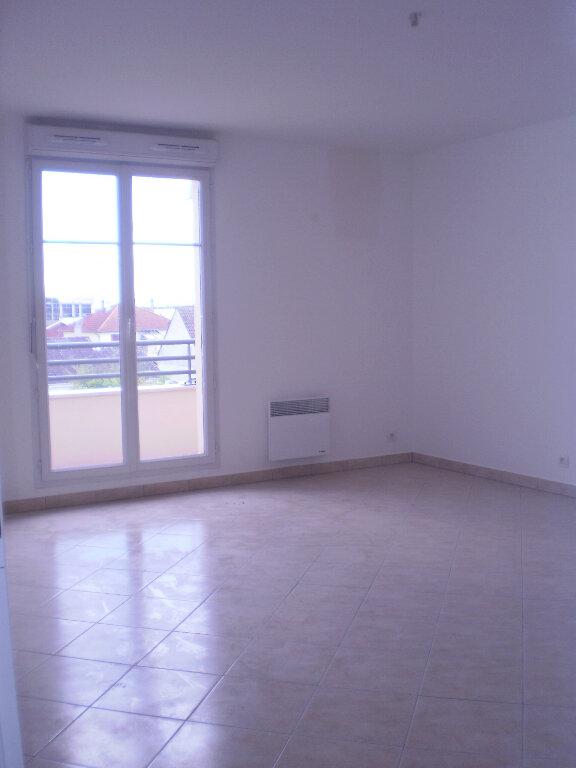 Appartement à louer 3 63.86m2 à Pontault-Combault vignette-2