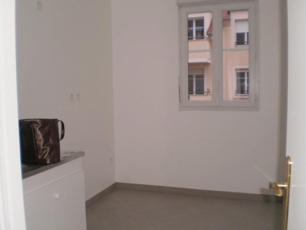 Appartement à louer 3 63.86m2 à Pontault-Combault vignette-3