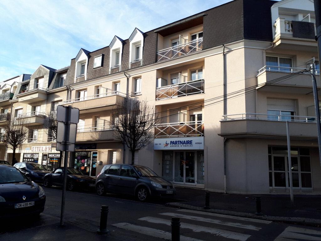 Appartement à louer 2 34.24m2 à Pontault-Combault vignette-1