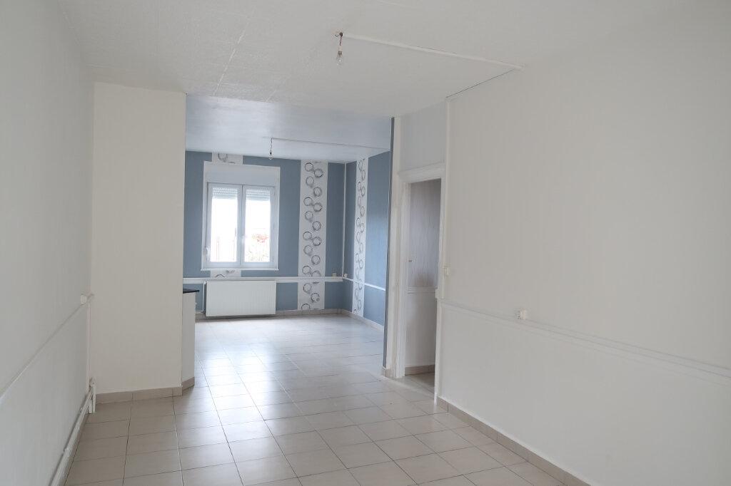 Maison à louer 5 113m2 à Saint-Quentin vignette-1