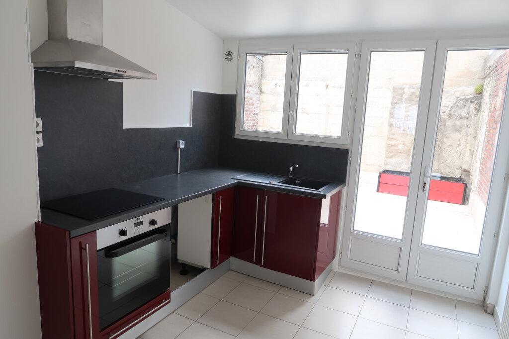 Maison à louer 5 113m2 à Saint-Quentin vignette-2