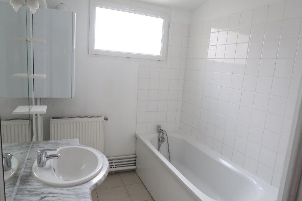 Maison à louer 5 113m2 à Saint-Quentin vignette-5
