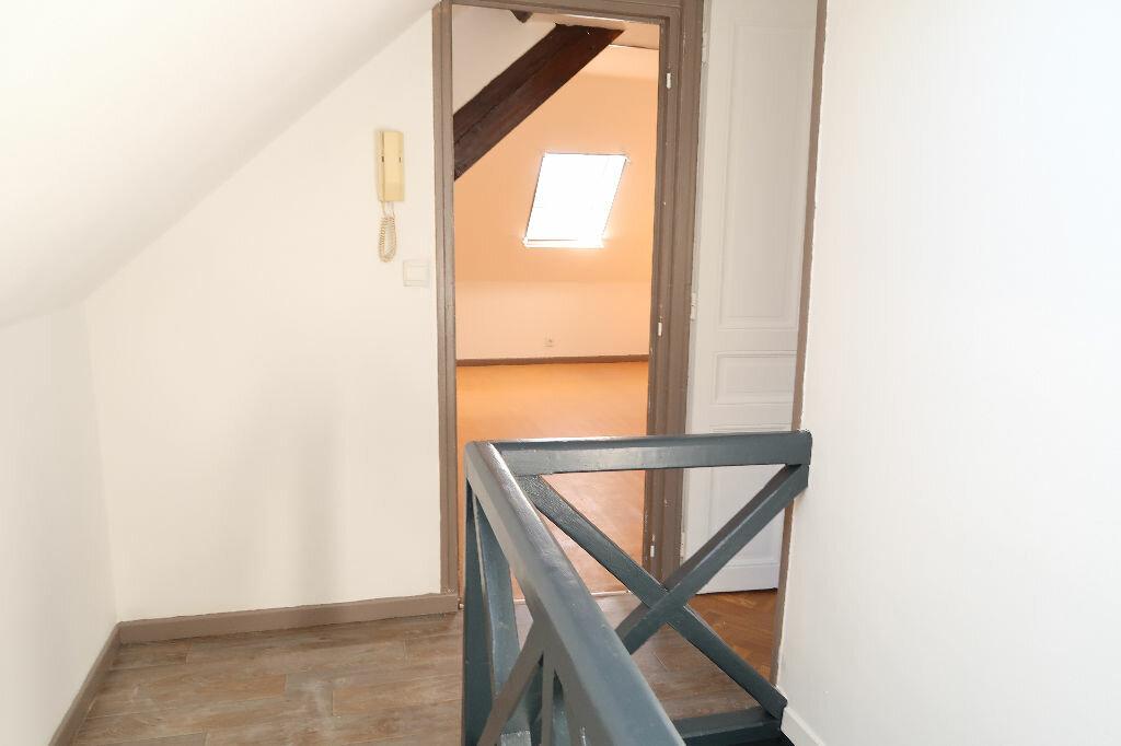 Appartement à louer 2 31m2 à Saint-Quentin vignette-3