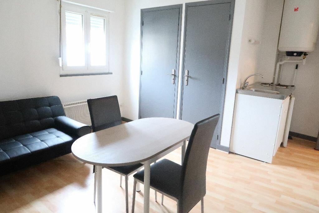 Appartement à louer 1 18.8m2 à Saint-Quentin vignette-1