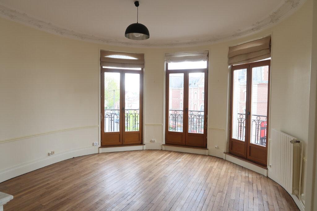 Appartement à louer 3 99.9m2 à Saint-Quentin vignette-1