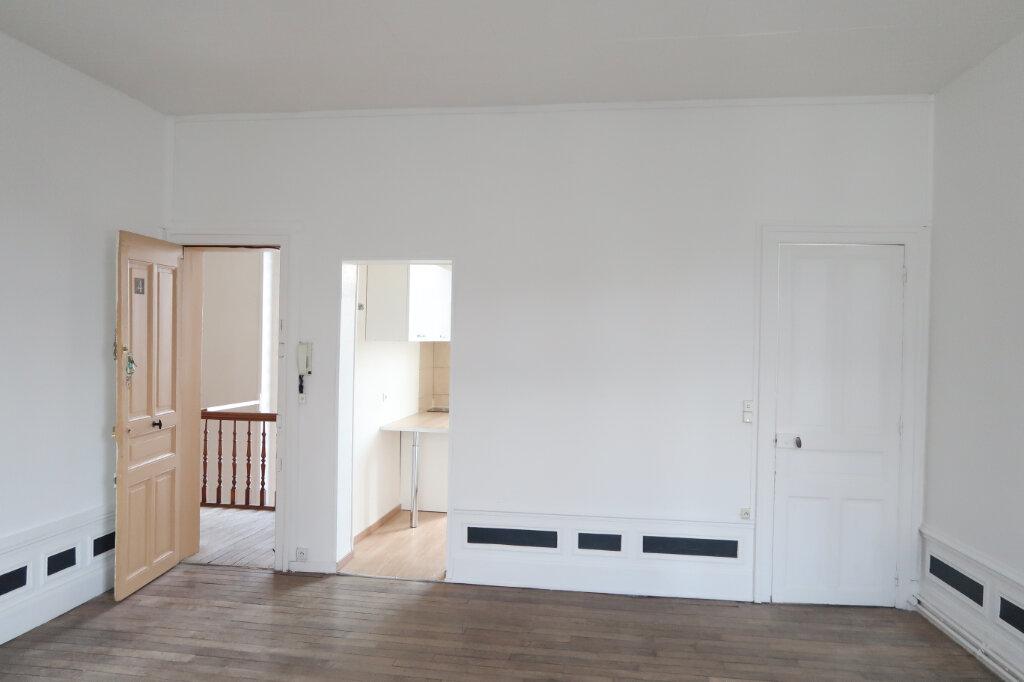 Appartement à louer 2 60m2 à Saint-Quentin vignette-2