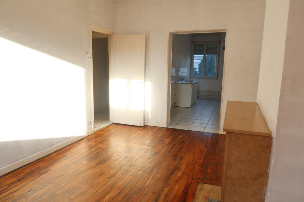 Appartement à louer 2 53m2 à Saint-Quentin vignette-2