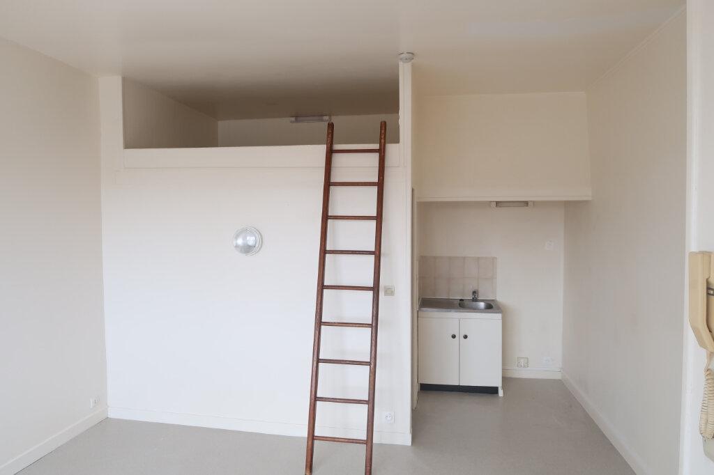 Appartement à louer 1 21.75m2 à Saint-Quentin vignette-2