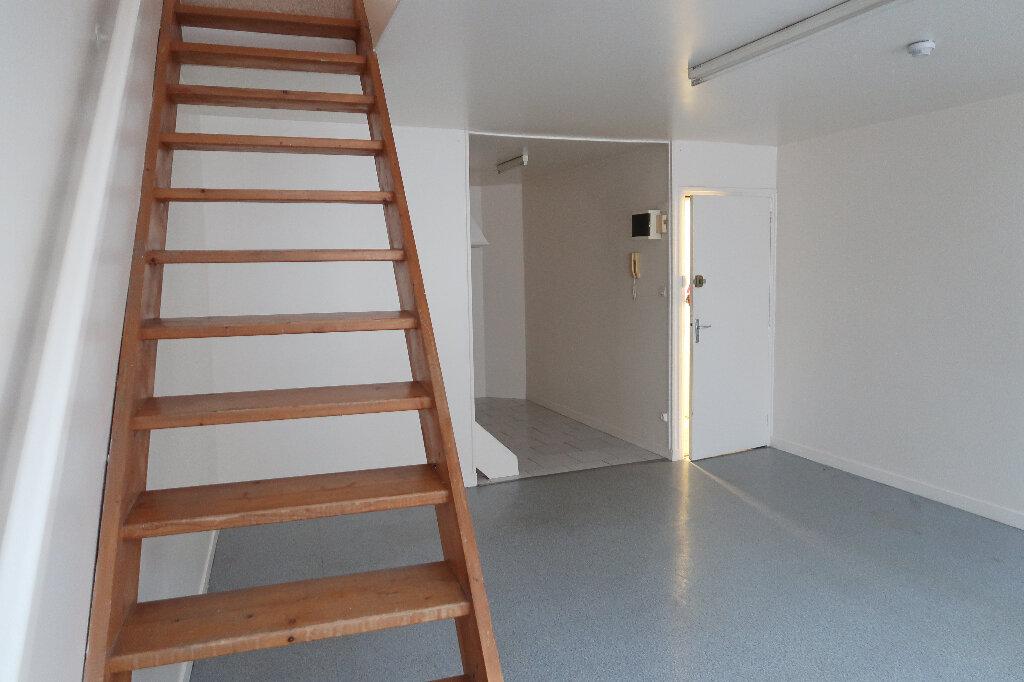 Appartement à louer 3 43m2 à Saint-Quentin vignette-2