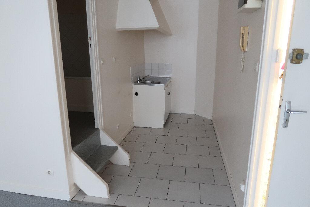Appartement à louer 3 43m2 à Saint-Quentin vignette-3