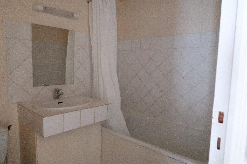 Appartement à louer 3 43m2 à Saint-Quentin vignette-4