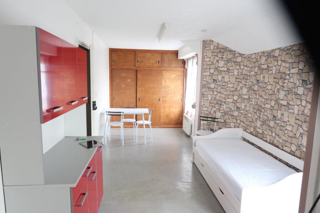 Appartement à louer 1 22.34m2 à Saint-Quentin vignette-1