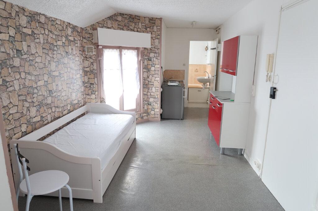 Appartement à louer 1 22.34m2 à Saint-Quentin vignette-2