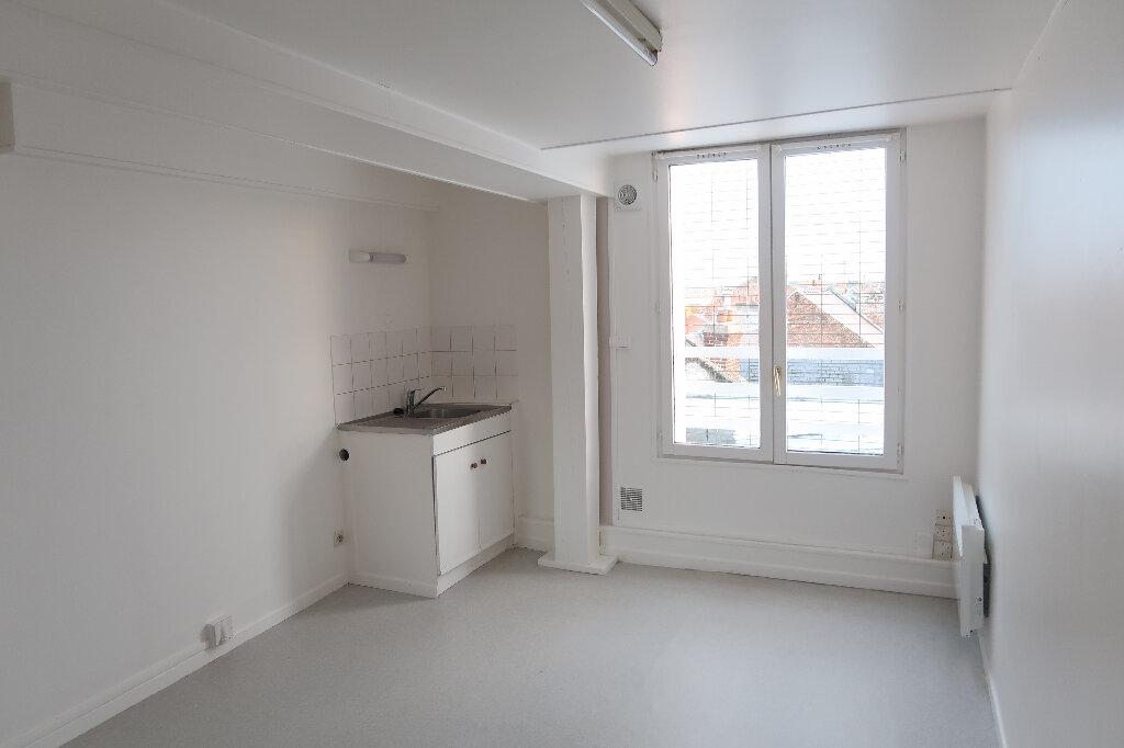 Appartement à louer 1 17m2 à Saint-Quentin vignette-1