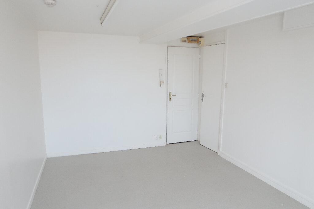 Appartement à louer 1 17m2 à Saint-Quentin vignette-2