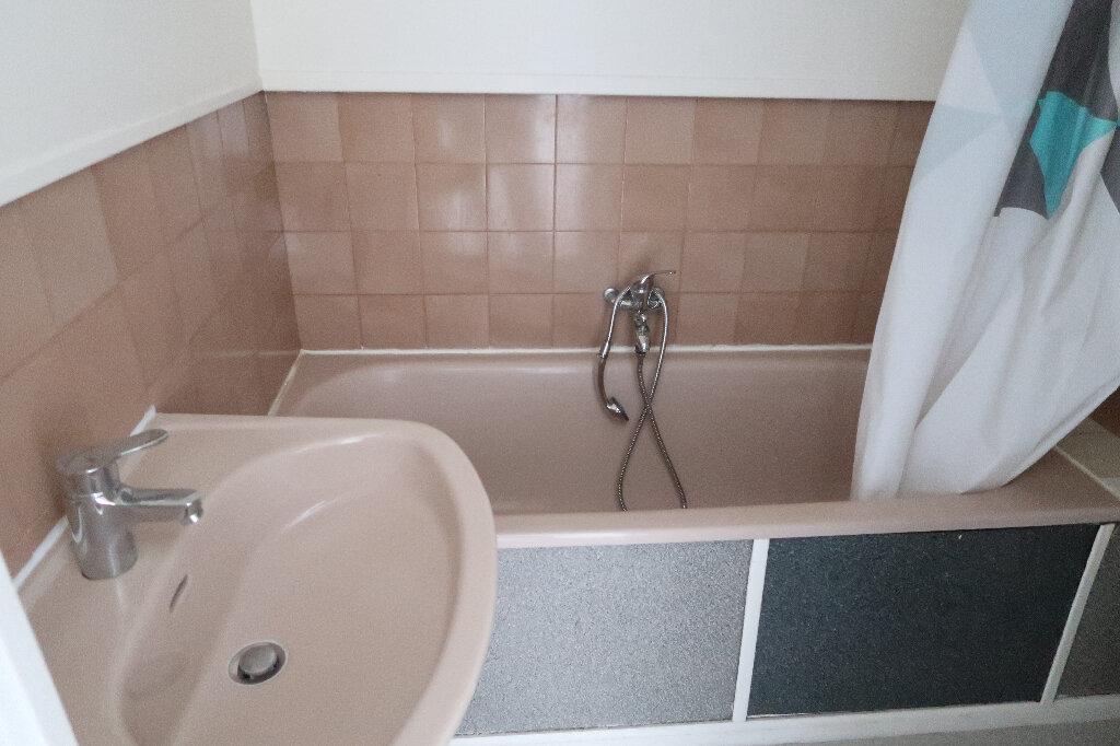 Appartement à louer 1 17m2 à Saint-Quentin vignette-4