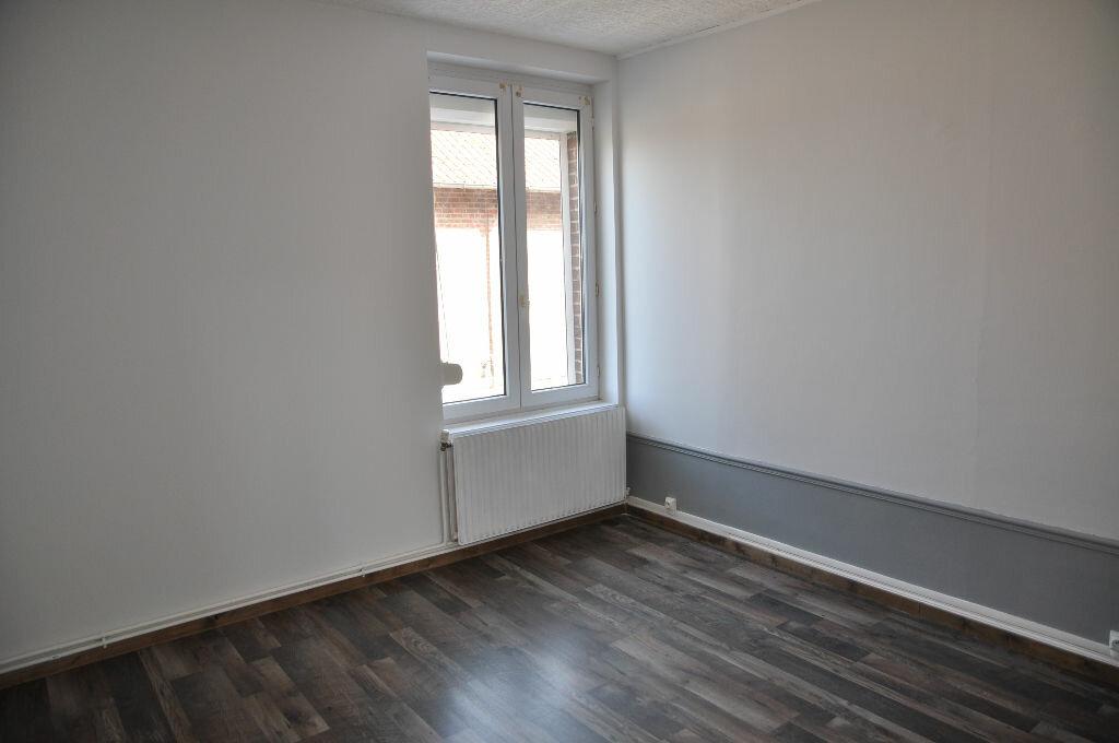 Appartement à louer 3 56.57m2 à Saint-Quentin vignette-3