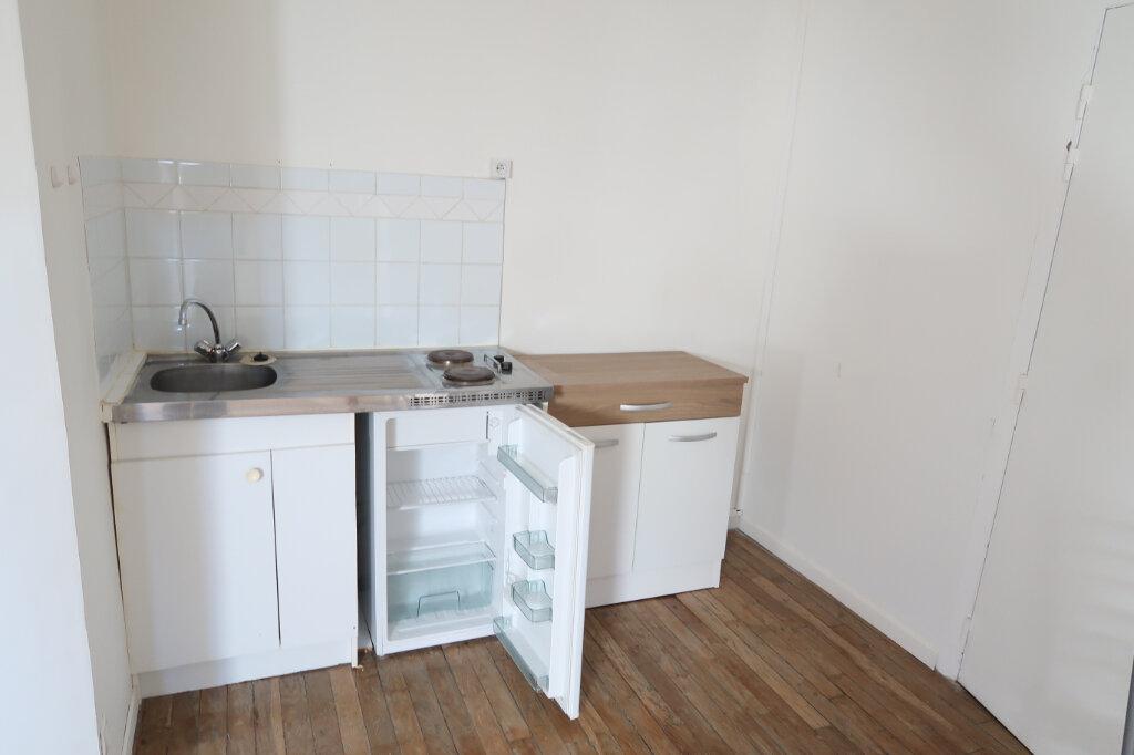Appartement à louer 1 12m2 à Saint-Quentin vignette-2