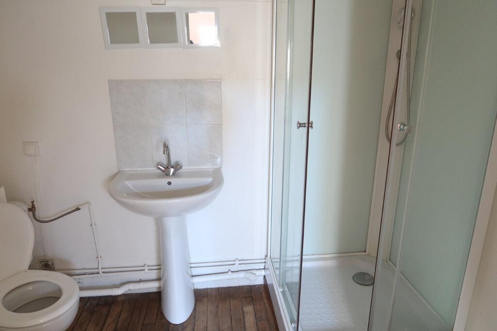 Appartement à louer 1 12m2 à Saint-Quentin vignette-3