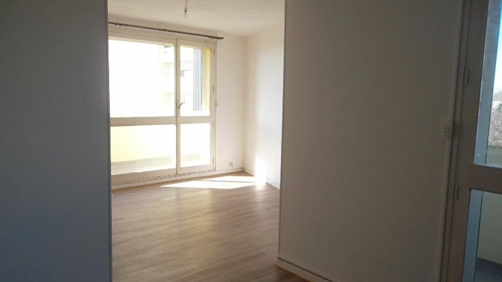 Appartement à louer 4 90m2 à Saint-Quentin vignette-1