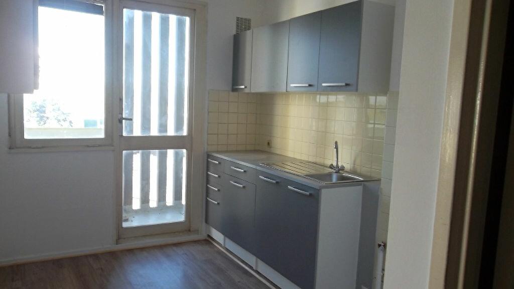 Appartement à louer 4 90m2 à Saint-Quentin vignette-2