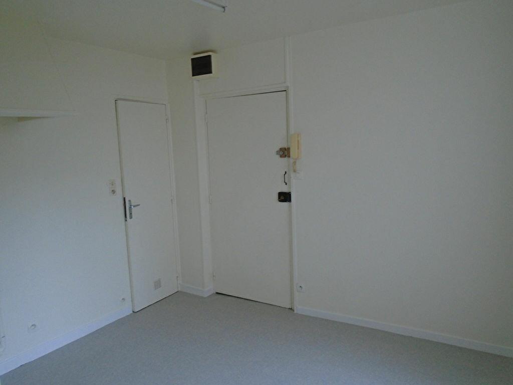 Appartement à louer 2 21.29m2 à Saint-Quentin vignette-2