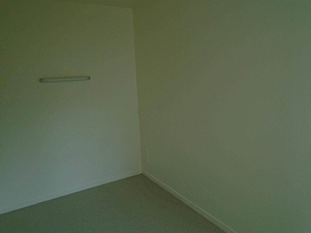 Appartement à louer 2 21.29m2 à Saint-Quentin vignette-3