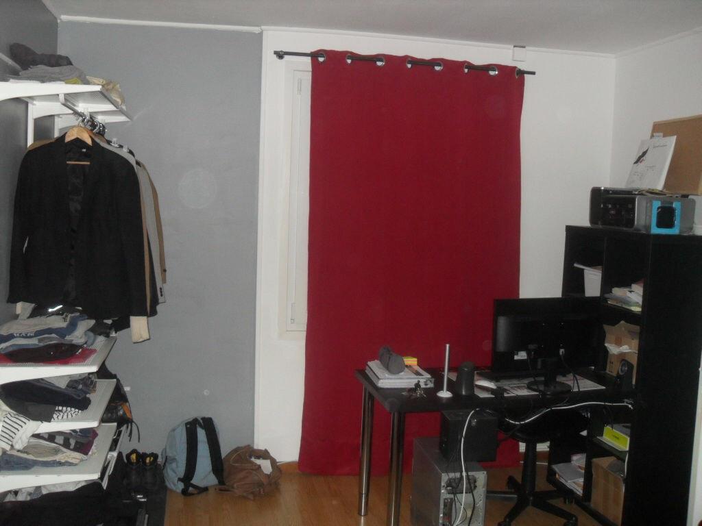 Appartement à vendre 1 27m2 à Saint-Quentin vignette-4