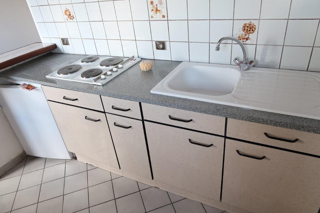 Appartement à louer 2 30m2 à Saint-Quentin vignette-1