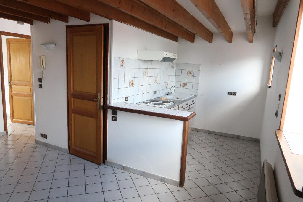 Appartement à louer 2 30m2 à Saint-Quentin vignette-2