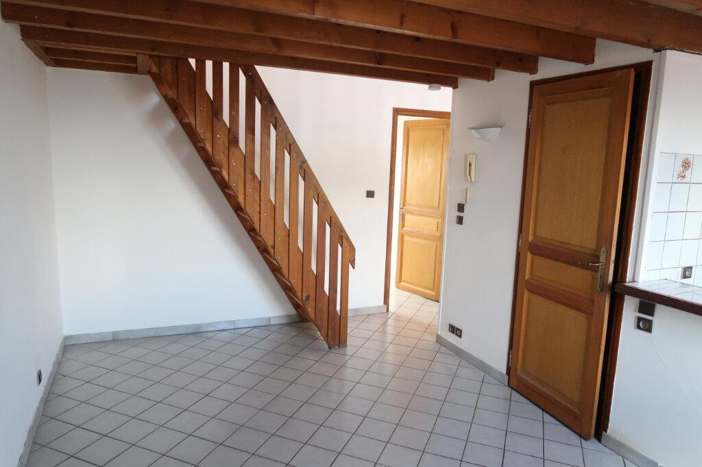 Appartement à louer 2 30m2 à Saint-Quentin vignette-3