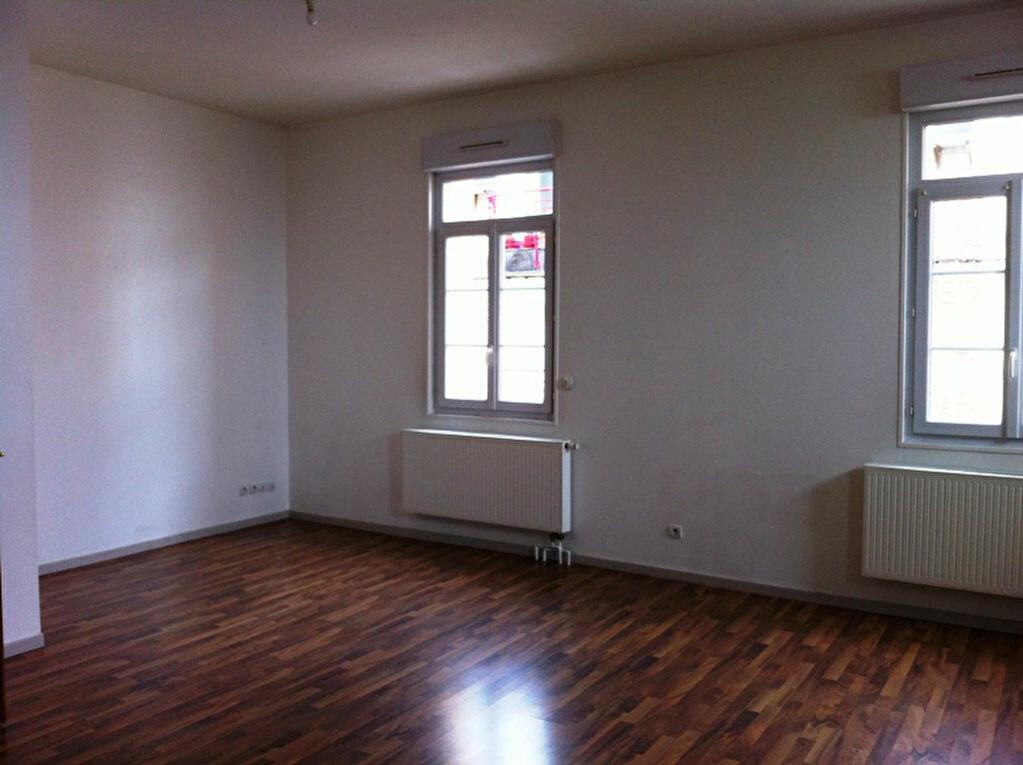 Appartement à louer 4 115m2 à Saint-Quentin vignette-2