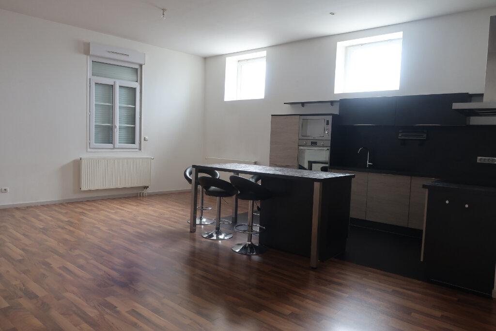 Appartement à vendre 5 114m2 à Saint-Quentin vignette-2