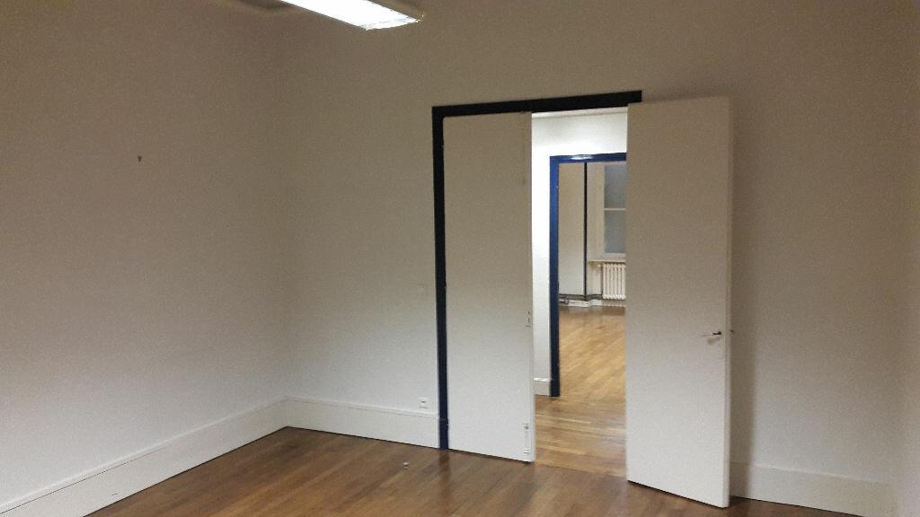 Appartement à louer 4 125m2 à Laon vignette-4