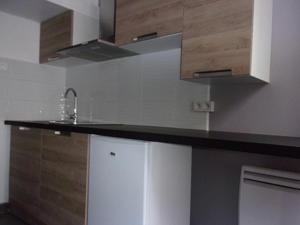 Appartement à louer 1 9.5m2 à Saint-Quentin vignette-5
