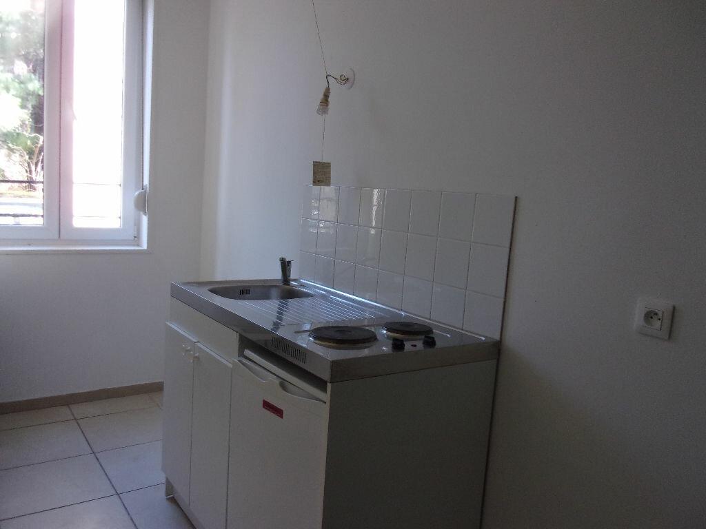 Appartement à louer 3 56.21m2 à Saint-Quentin vignette-2