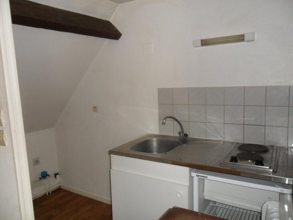 Appartement à louer 2 25.4m2 à Chauny vignette-1