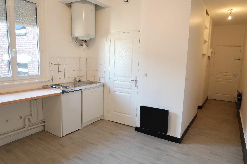 Appartement à louer 2 24m2 à Saint-Quentin vignette-1
