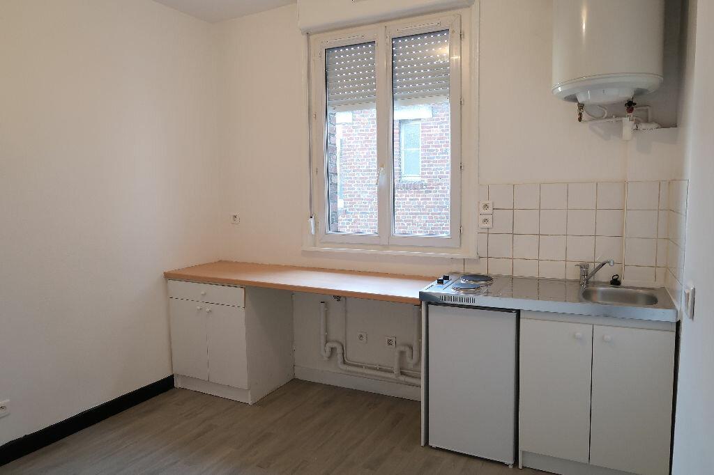 Appartement à louer 2 24m2 à Saint-Quentin vignette-2