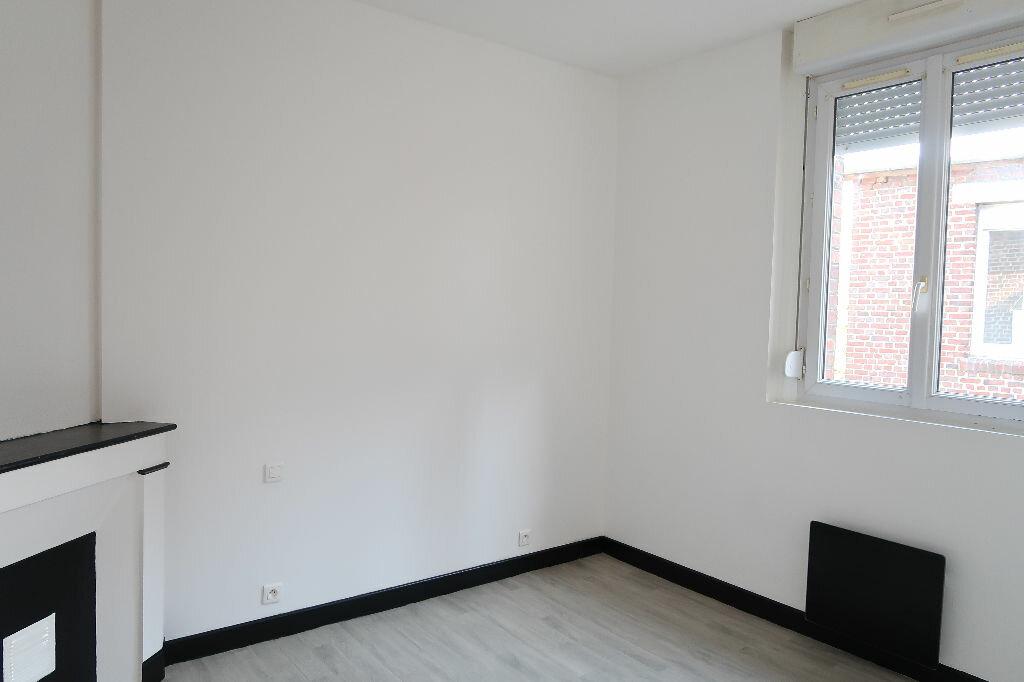 Appartement à louer 2 24m2 à Saint-Quentin vignette-4