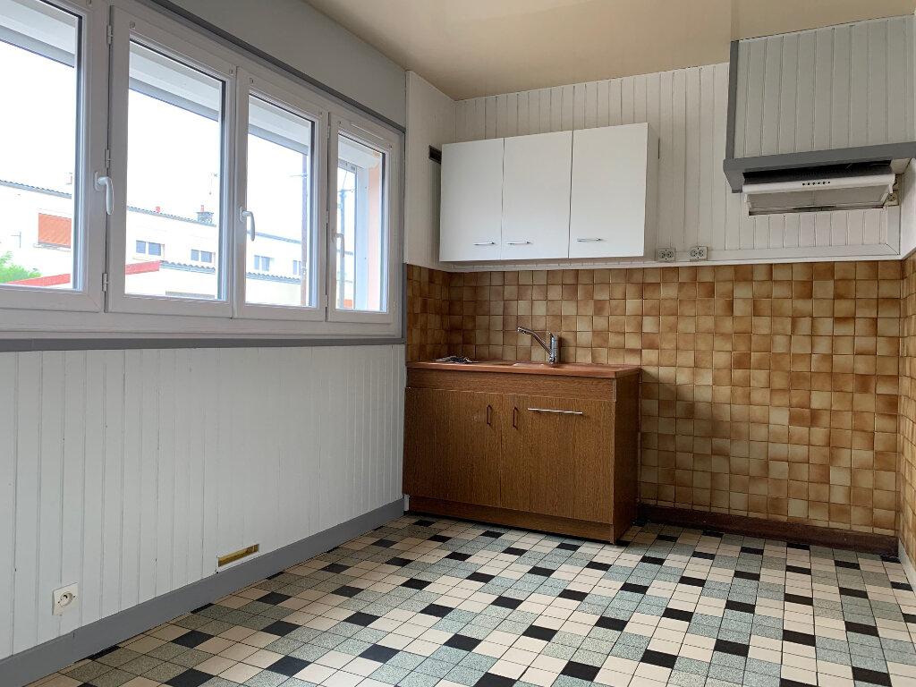 Maison à louer 5 70m2 à Tergnier vignette-6